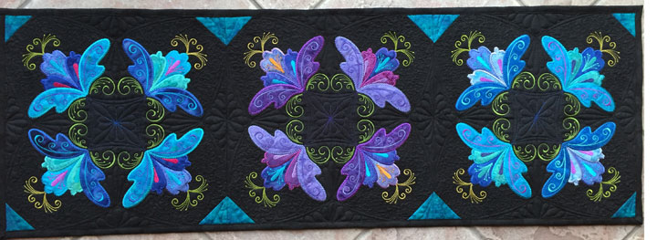 swirly-floral-table-runner